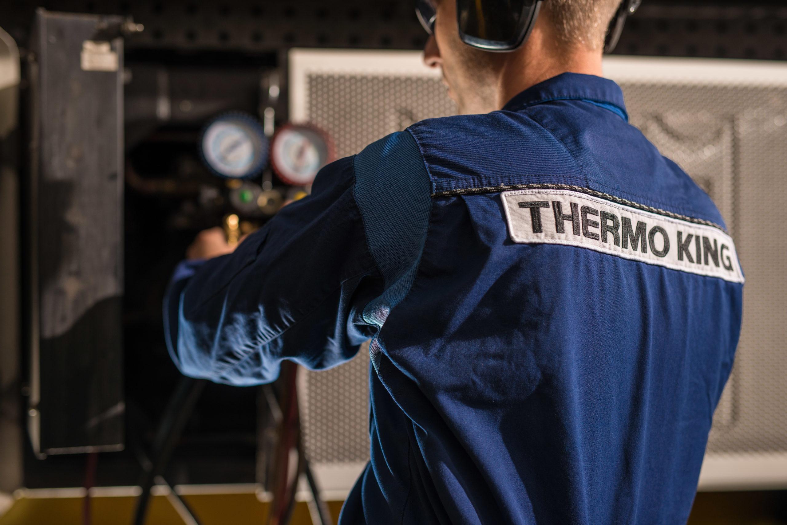 monteur werkzaam thermo king